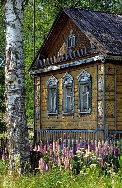 Dacha..Russian country home..now I have figured out where all the window pictures with fancy windows on log buildings are from!