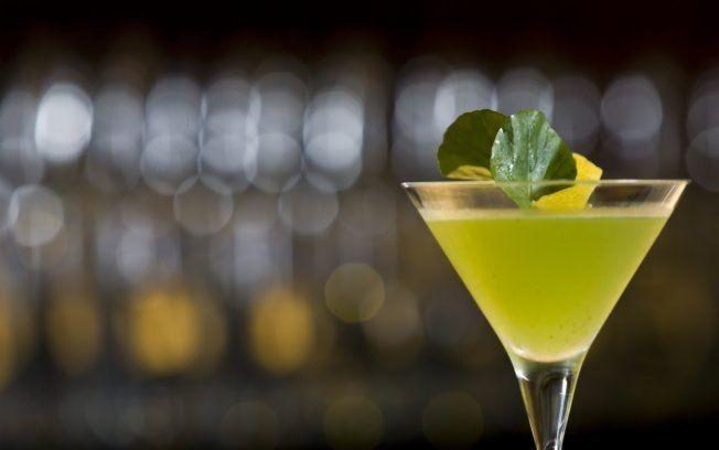 Receita de Martini com saquê e agrião