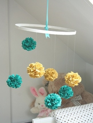 We love the bright, gender-neutral colors in this fabric pom-pom mobile #DIY