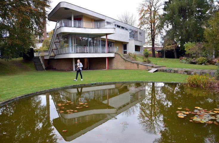 Haus Schminke von Hans Scharoun: Das Gebäude ist ein Beispiel der Stilrichtungen Neues Bauen und International Style. 1978 wurde es unter Denkmalschutz gestellt.