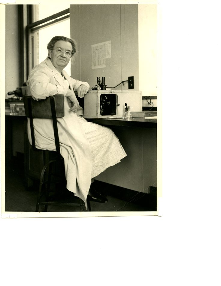 Florence Sabin (1871-1953) graduated from Johns Hopkins Medical School in  1900.
