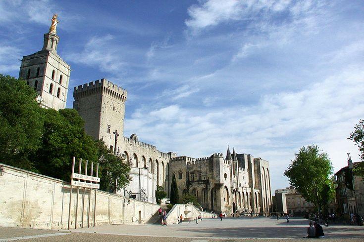 Il Palazzo dei Papi è il simbolo di Avignone che ospitava i sovrani della Chiesa prima che si trasferissero a Roma (foto: Flickr/mastino70)