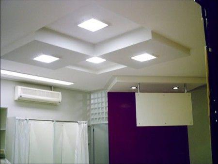 Vantagens na colocação de gesso   Além de criar um ambiente mais charmoso, o forro de gesso deixa o projeto diferenciado e permite que a iluminação seja mais precisa.
