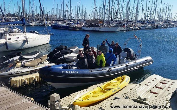 Prácticas de la licencia de navegación en el Port Olimpic Barcelona