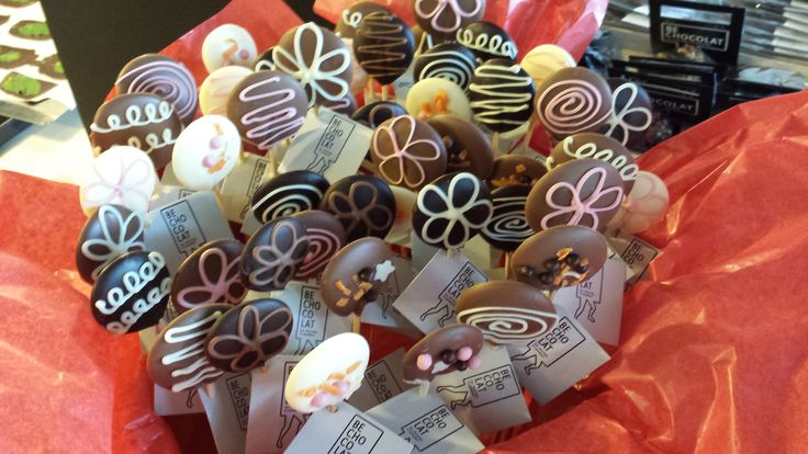 Bouquet of chocolate flowers. BE CHOCOLAT by MICHEL CLEMENT.