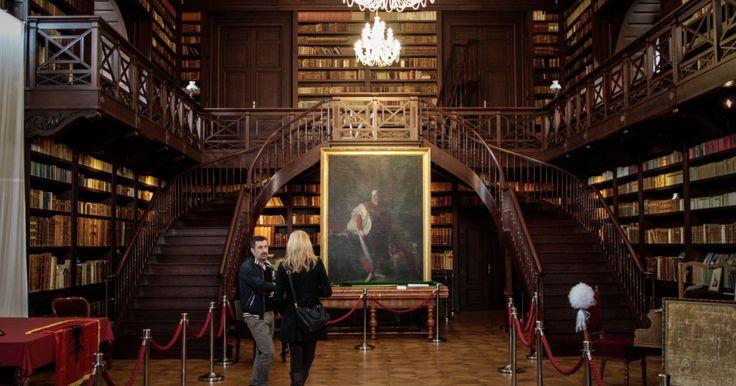 Ľudia sa pri pohľade na interiér Aponiho knižnice cítia ako v Oxfordskej knižnici alebo na čarodejníckej škole Rokfort z rozprávky o Harrym Potterovi. Veď uznajte sami.