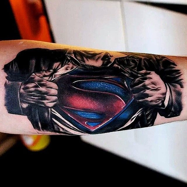Superman piece done by @gordonptattooist who tattoos outta Honest Ink in Musselburgh, Scotland #superman #clarkkent #gordonptattooist #honestink #musselburgh