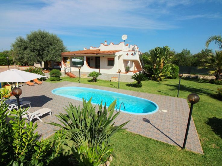 """Pet friendly holiday home with fenced garden and private pool. Average price class € 300,- € 500,- Villa """"Andrea"""". 5 km from the centre of Floridia, in a quiet, sunny position, 15 km from the sea. Private: property 4'000 m2 (fenced), garden 500 m2, swimming pool..."""