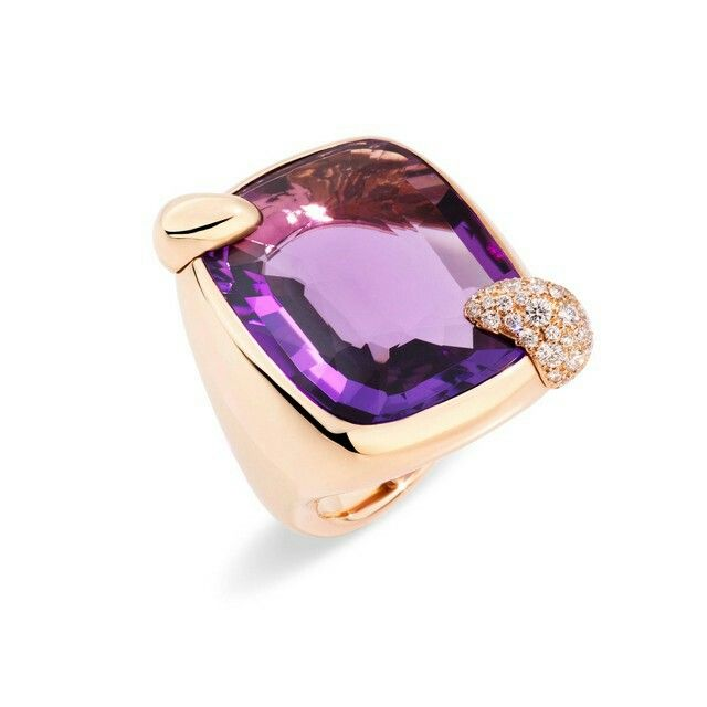 POMELLATO presents 'Ritratto', a new collection embodying the Maison's historic values, and a full expression of the concept of New Precious. Through a process of meticulous handcrafting, unconventional gems come to life on jewels with curved designs............Ring in rose Gold, Amethyst and Diamonds (ct.0,58)                            €10.000