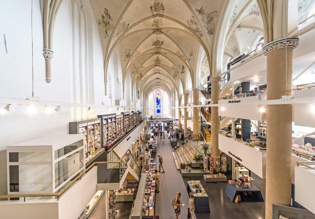 Waanders In der Broeren bookstore in an old monastery by BK Architecten | FUTU.PL