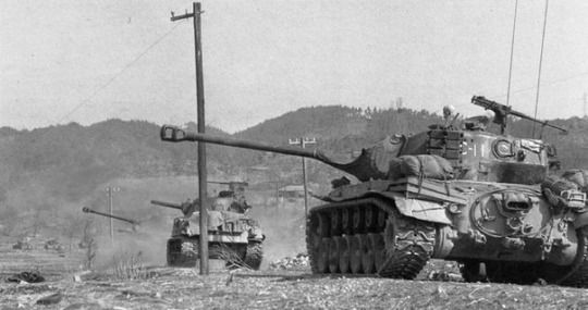 Tank M26 Pershing, with the support of the M4A3 near Hong Kong, during the advance of UN troops North of 38 th parallel after the withdrawal of Chinese troops in the winter of 1950/51.