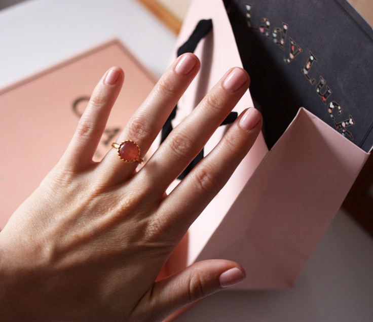 Danish blogger, Tine Strange, from Tinestrange.dk, with Carré Gilded Marvels ring