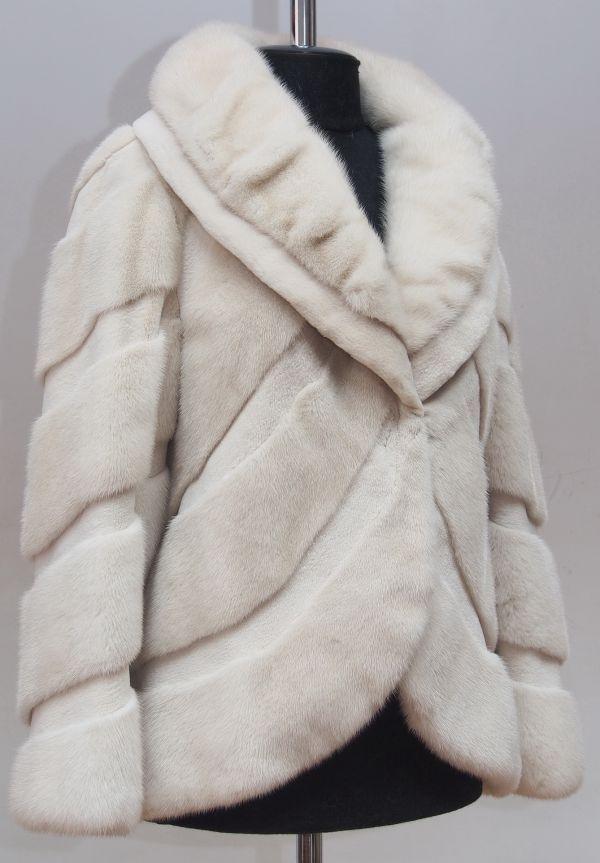 Ателье меховое в городе Минске. Чем купить шубу, лучше сшить новую или перешить Вашу старую в Минске. Ремонт, реставрация, пошив и перешив шуб, пальто, курток, жакетов, жилеток, манто из меха норки...
