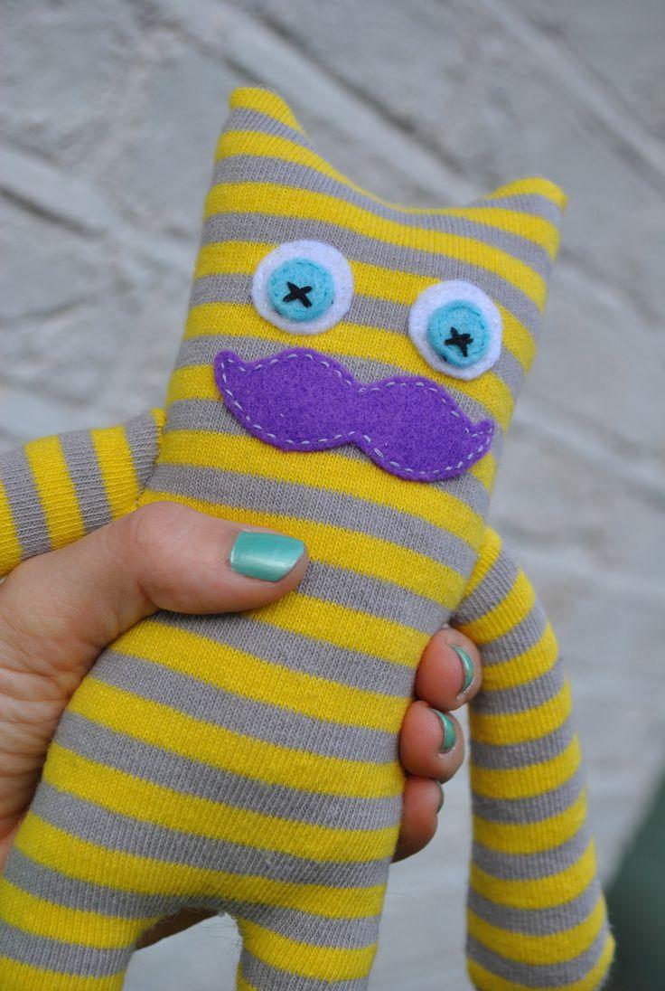 Sock monster diy from www.knickerelasticfantastic.blogspot.co.uk Give it a go!
