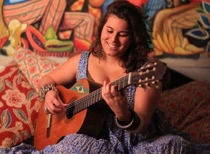 Η Κατερίνα Πολέμη παίζει κυρίως βραζιλιάνικα και gypsy jazz