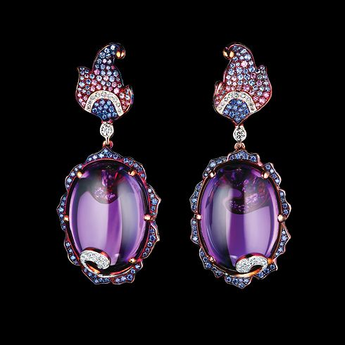 Flowers High Jewellery Earrings Delphinium Earrings 18K yellow gold 2 oval cabashon amethysts 70,48 ct 90 diamonds 0,72 ct 38 pink sapphires 0,28 ct 67 light sapphires 0,53 ct 114 blue sapphires 0,81 ct
