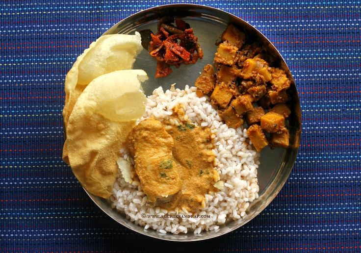Ruchik Randhap (Delicious Cooking): Mangalorean Plated Meal Series - Boshi# 10 - Fish Curry, Soorn Sukhen, Tendli Carrot Popai Lonche, Papdo