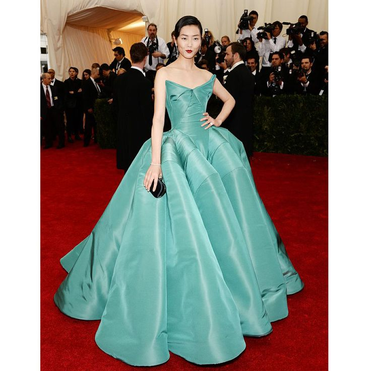 Supermodel Liu Wen Celebrity Dresses at Red Carpet Strapless Elegant Ball Gowns Dresses Ruffles Puffy Backless Evening Gowns