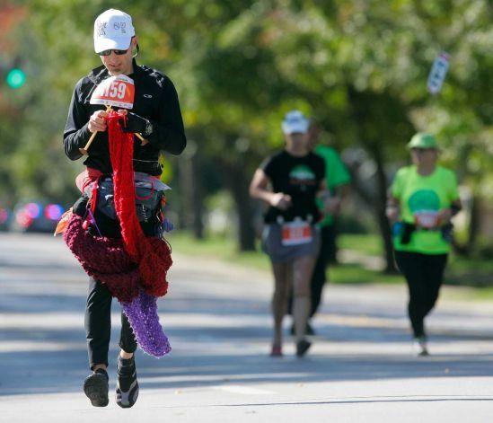 This guy ran a marathon while knitting a 12-foot scarf!