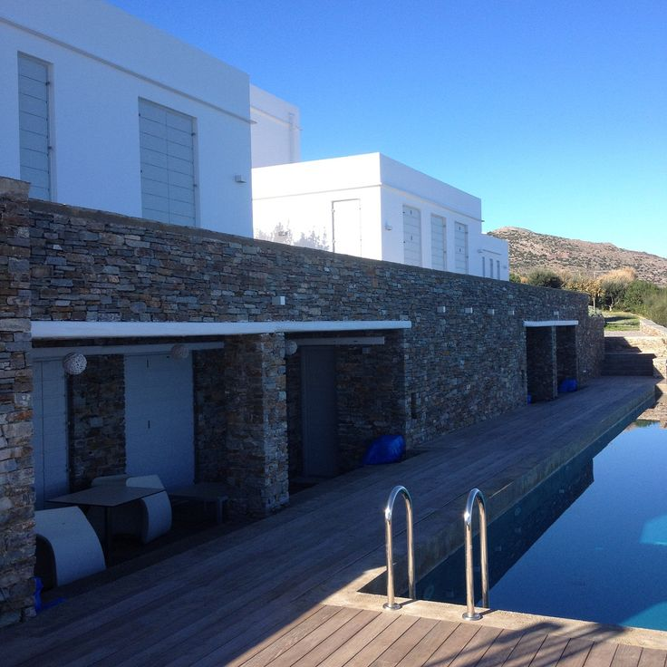Με θέα στο Αιγαίο! Overlooking the Aegean!  Villa on the Skaloto of Sifnos showing continuity with the landscape with its bold stone elements, water and wood. Εργασίες: Εξώπορτες, μεσόπορτες, κουφώματα | Kritikoswood | Accoya