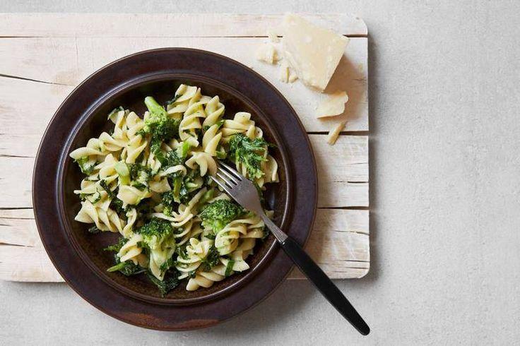 Pasta med brokkoli, grønnkål og ost #pasta #brokkoli #grønnkål