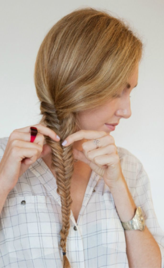 Tutorial: How To Make The Perfect Fishtail Braid Hairstyle In 5 Easy Steps - Want to do it yourself? Click on the image for the tutorial!