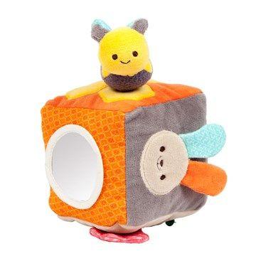 Cube d'activités Galopins coton bio* - Pour éveiller les sens de bébé et stimuler sa curiosité  Un jeu d'éveil en coton bio, doux et facile à manipuler Des matières, sons et couleurs pour stimuler les sens de bébé Une exclusivité Nature & Découvertes