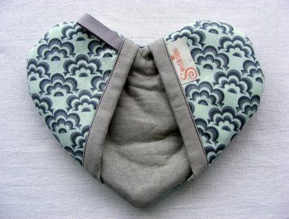 Pretty Heart Shaped Oven Mitt