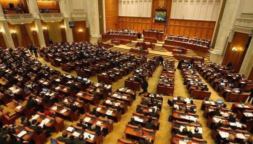 Comisia juridica a respins, luni, cererea de incuviintare a arestarii preventive a deputatului PSD Vlad Cosma. Raportul negativcomisiei a fost adoptat cu 7 voturi pentru, 13 voturi impotriva si 3 ab
