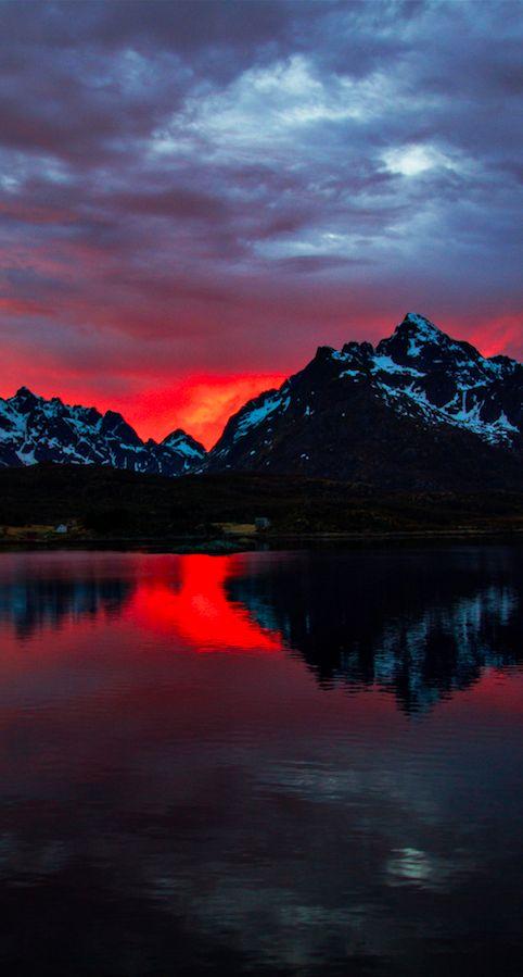Soleil de la nuit sur les Montagnes - Norvège