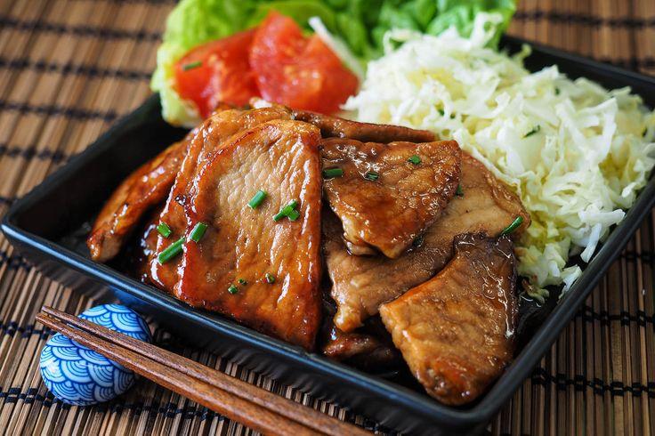 Receta de cerdo al jengibre o butaniku no shogayaki, típica de la comida japonesa casera. Receta paso a paso, con fotos y explicaciones de los ingredientes.