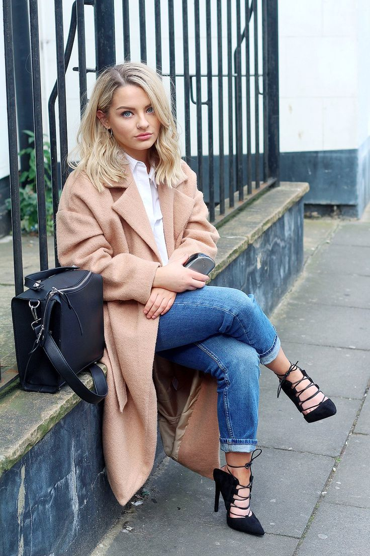 So in love with this outfit from Chloe Plumstead! Our Compact Styler ties it all together perfectly