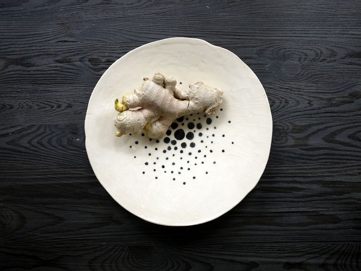 Ginger presented on a Simply Dots ceramic plates series by Projectorium. Black and white decoration for your table or at your kitchen.