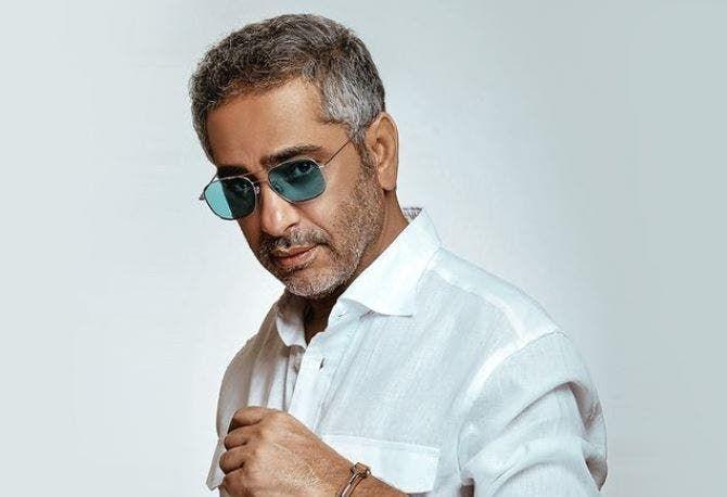 تلبية لرغبة الجمهور فضل شاكر يطرح ابقى قابلني باللهجة المصرية ويتصدر تويتر Mens Sunglasses Men Sunglasses