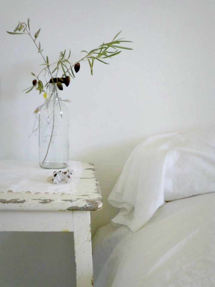very airy styling with shabby table as the cherry on the cake | bywstudent