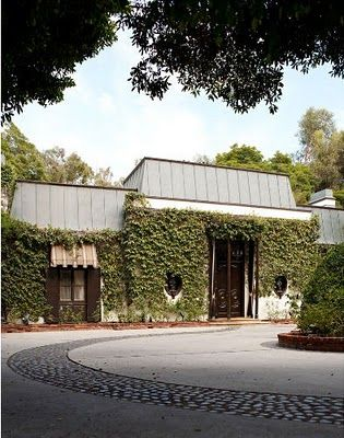 JOHN WOOLF. Perhaps the most famous house designed by architect John Woolf is the one he built for art dealer and interior decorator James Pendleton in 1942.