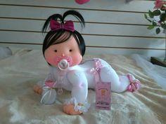 Molde de Muñeca bebé con chupete en fieltro Ya puedes hacer esta linda muñeca bebé con chupete con los moldes o patrones incluidos. Puedes hacerla tanto en fieltro como en tela. Fuente: Enviada por Marisu de Valencia. Patrón de muñeca con florMuñeca bebé al revésPatrón para hacer muñecas sirenas de fieltro o telaMuñeca …