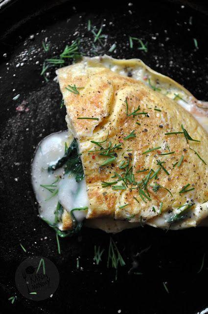 Kardamonowy: Omlet ze szpinakiem i serem taleggio