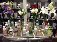 @La Abadía del Perfume #EntreTodosPodemos  En la abadia del perfume te crean tu propia esencia.