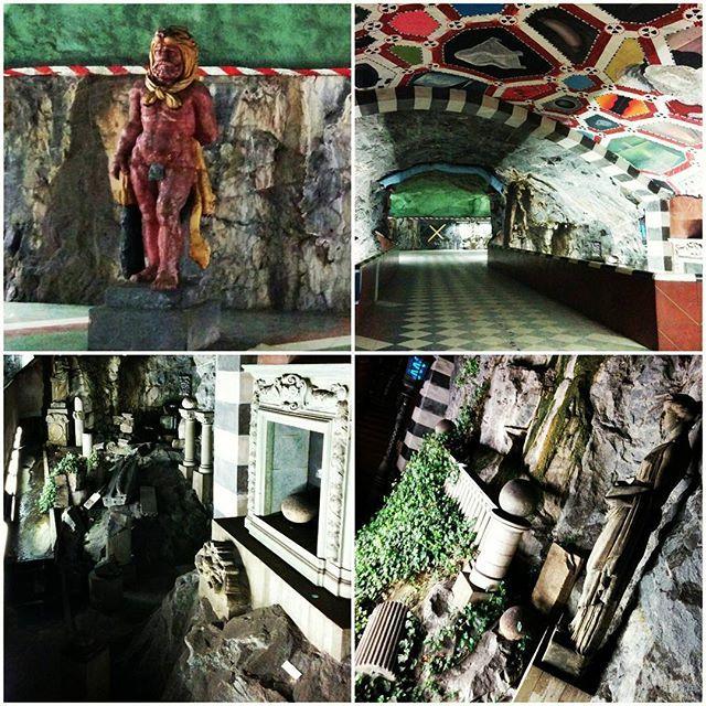 """Eine der schönsten """"tunmelbana""""-Stationen in Stockholm: Kungsträdgården  #stockholm #tbana #tunnelbana #tunnelbanastockholm #kungsträdgården #art #greekart #sweden #sverige #visitstockholm"""