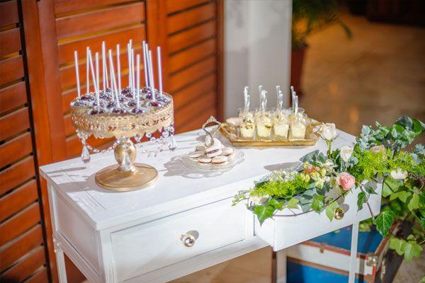 Sweet table #sweettable #weddingcake #hotelcostarica #beachwedding #destinationwedding #weddingcostarica #realwedding #costarica #weddingvendorscostarica #weddingphotographercostarica #mariachicostarica
