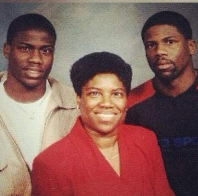 Kevin Hart could play his entire family if he made a movie about his life   http://ift.tt/1MkMQn7 via /r/funny http://ift.tt/1pJnpH5  funny pictures