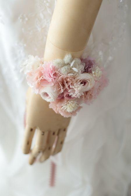 花嫁様の手首の花、リストブーケとリストレット : 一会 ウエディングの花