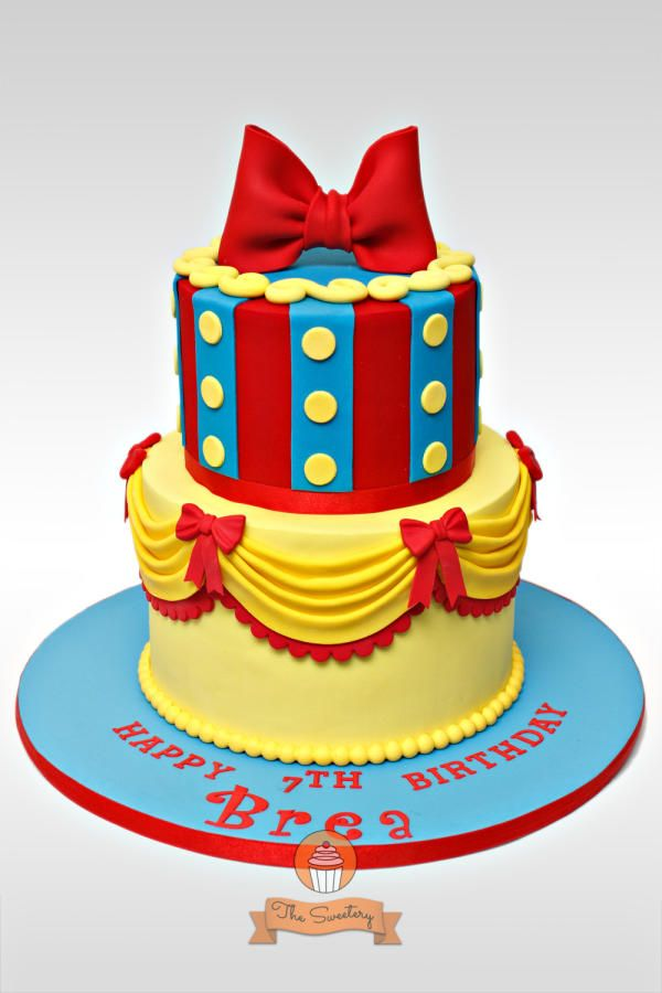 Snow White Cake and Cupcake Toppers - Cake by The Sweetery - by Diana