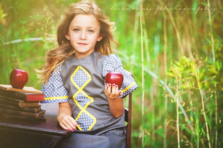 back to school session: Old Desks, Back To Schools, Cute Idea, Inspiration Photography, Grey Yellow, Schools Photo, Schools Sessions, Photography Blog, Photography Inspiration