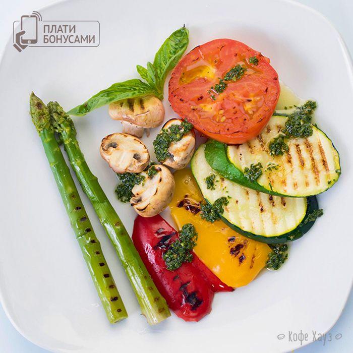 Вкусно и полезно!) Горячие, сочные овощи-гриль готовим в наших кофейнях с кухней: http://www.coffeehouse.ru/news/?ELEMENT_ID=3018 #кофехауз #кафе #еда #меню #food #москва #мск #овощи #vegeterian
