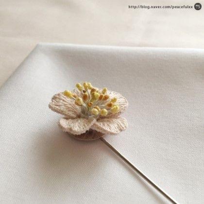 입체자수 벚꽃 프랑스자수 브로치 (꽃자수, 자수브로치, 자수부토니에, 프랑스자수소품) 안녕하세요, 포인...