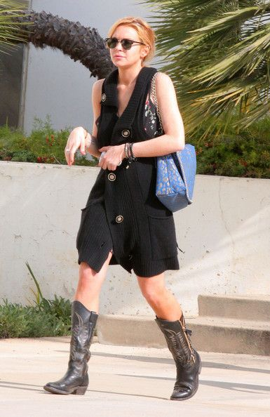 Lindsay Lohan Photos - Lindsay Lohan, wearing cowboy boots and a long black shawl, arrives at the Santa Monica Courthouse as she is currently still on probation and remains subject to random drug testing. Lohan was released from the Betty Ford Center on Jan. 3rd and had entered rehab after testing positive for cocaine while on probation for her 2007 DUI case. - Lindsay Lohan at the Santa Monica Courthouse