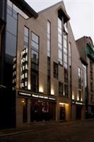 Old City Boutique Hotel ir četrzvaigžņu viesnīca ar atrašanās vietu pašā Vecrīgas sirdī. Burtiski dažu minūšu attālumā no viesnīcas atrodas visas iecienītākās un populārākās Rīgas apskates vietas, restorāni, naktsklubi un arī iecienītākie veikali.