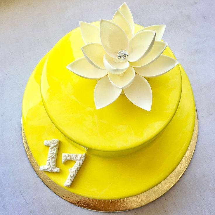 "741 Likes, 17 Comments - Анна (@mashinskaya_ann) on Instagram: ""Торт для девушки, тема желтого раскрыта а внутри шоколадный Тео #торт #тортбезмастики…"""